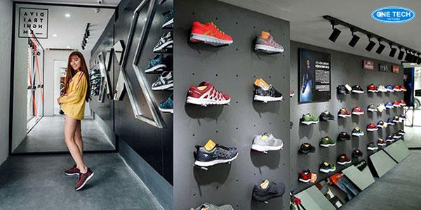 Cửa hàng giày thể thao được thiết kế và trang trí đẹp mắt, sang trọng