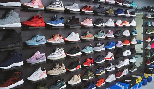 Các mẫu kệ trưng bày giày thể thao tuyệt đẹp, hút mắt