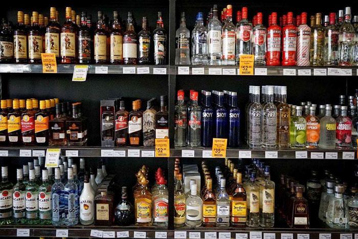 Mẫu kệ siêu thị bày bán rượu trong các siêu thị, shop rượu