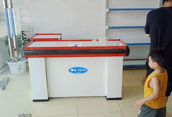 Onetech lắp đặt quầy tính tiền cho cửa hàng tạp hóa tại Hà Nội