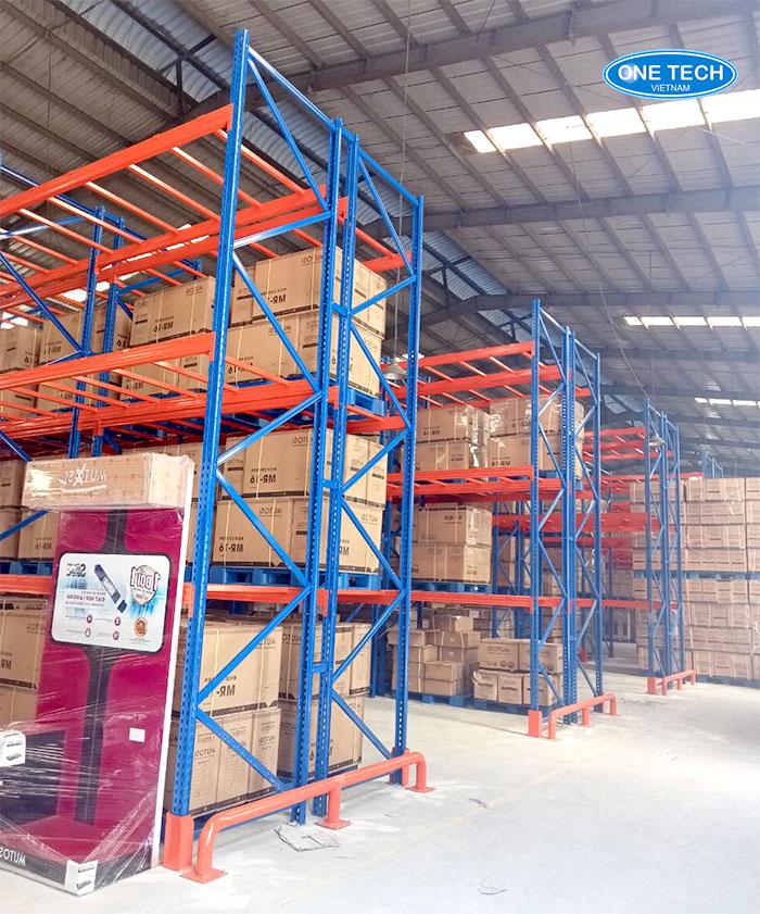 Mẫu kệ kho Selective hạng nặng lưu trữ kho hàng công nghiệp